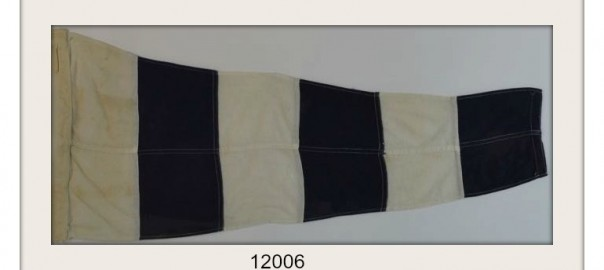 "VINTAGE NAUTICAL SIGNAL FLAG ""TURN"" IMAGE"