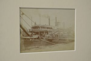 ANTIQUE PHOTOGRAPH OF RIVERBOAT LOADING